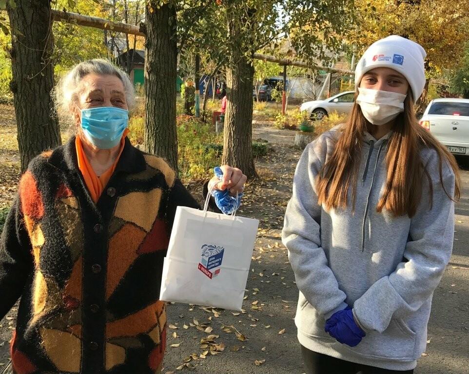 Пожилых новошахтинцев поздравили с праздником, фото-2