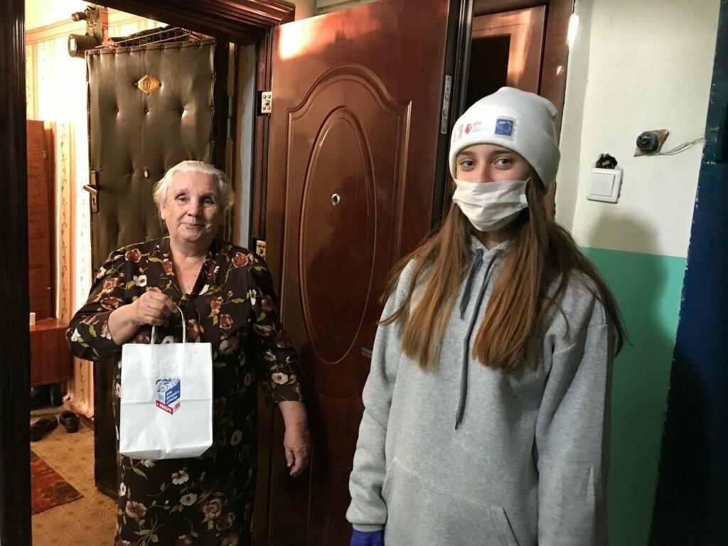 Пожилых новошахтинцев поздравили с праздником, фото-1