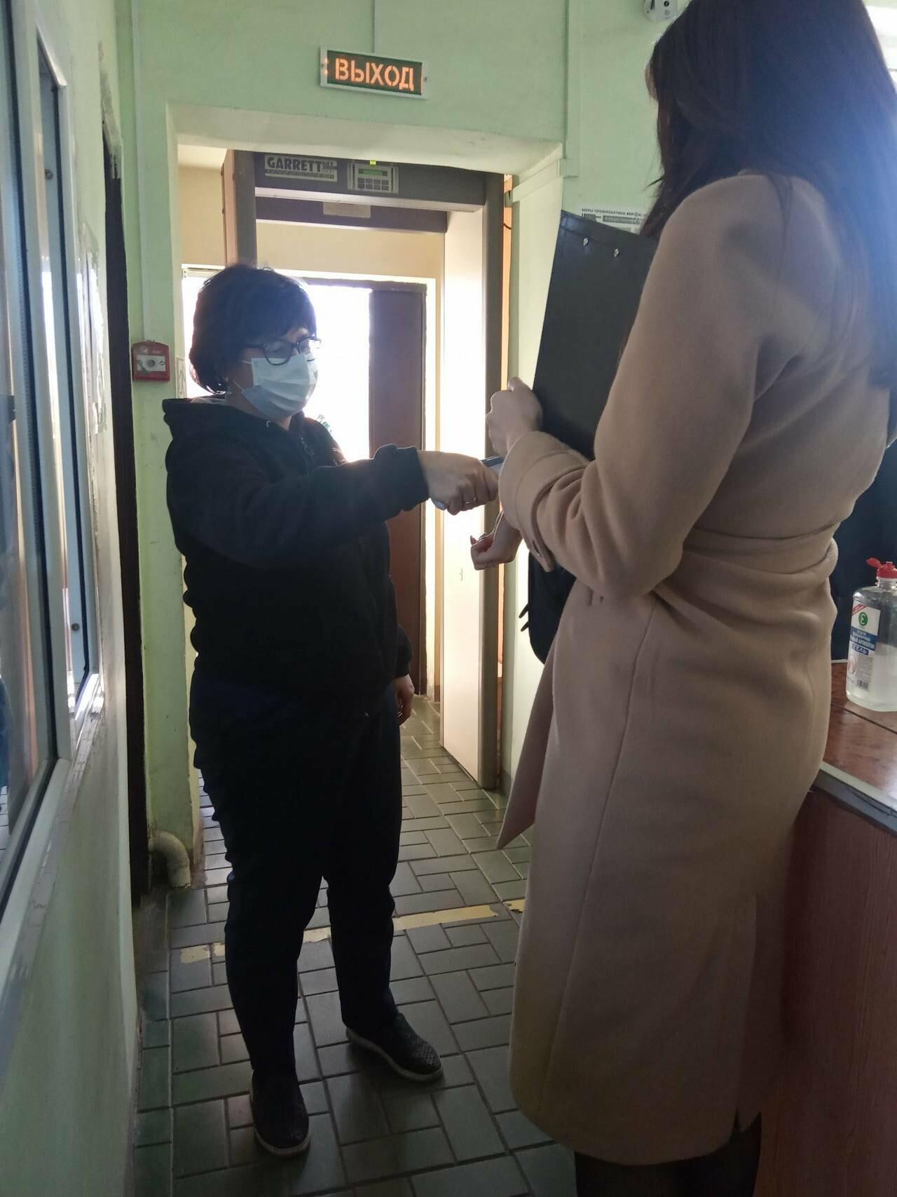 На промышленных предприятиях Новошахтинска проводится мониторинг соблюдения требований по недопущению заноса COVID-19, фото-1