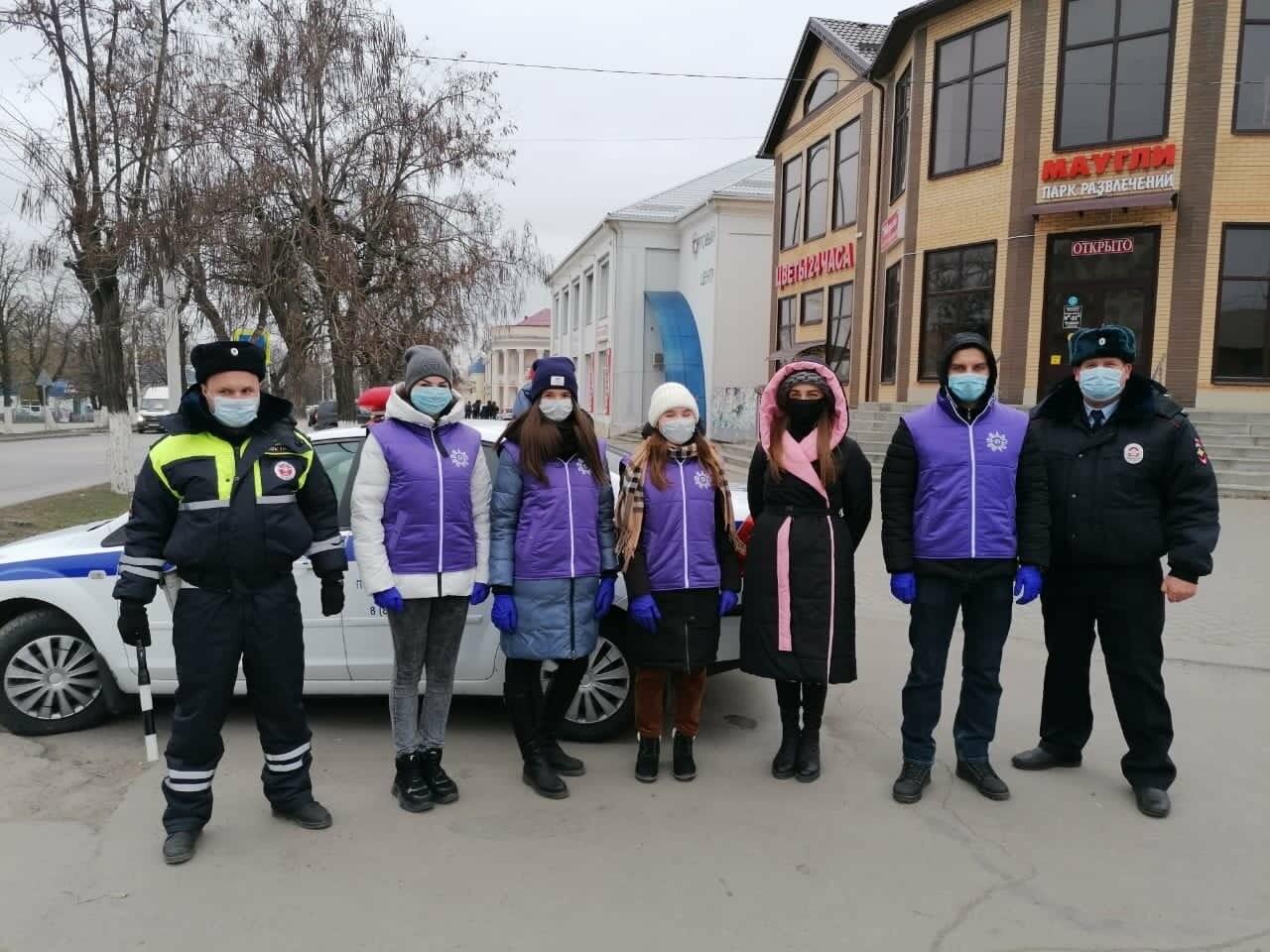 Жителям Новошахтинска напомнили о правилах дорожного движения , фото-3