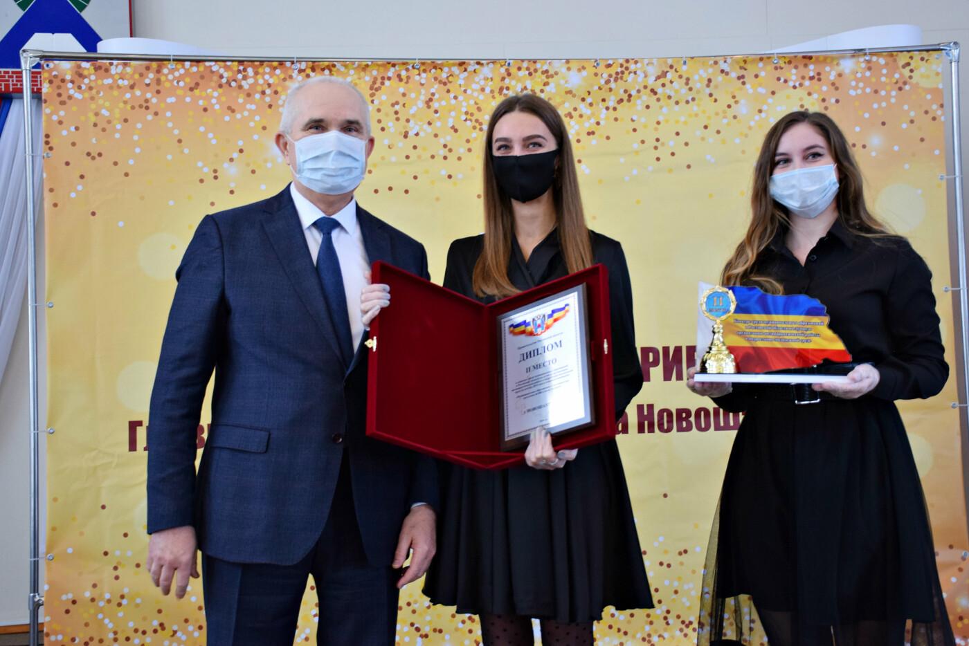Глава администрации вручил награды отличившимся жителям Новошахтинска, фото-2