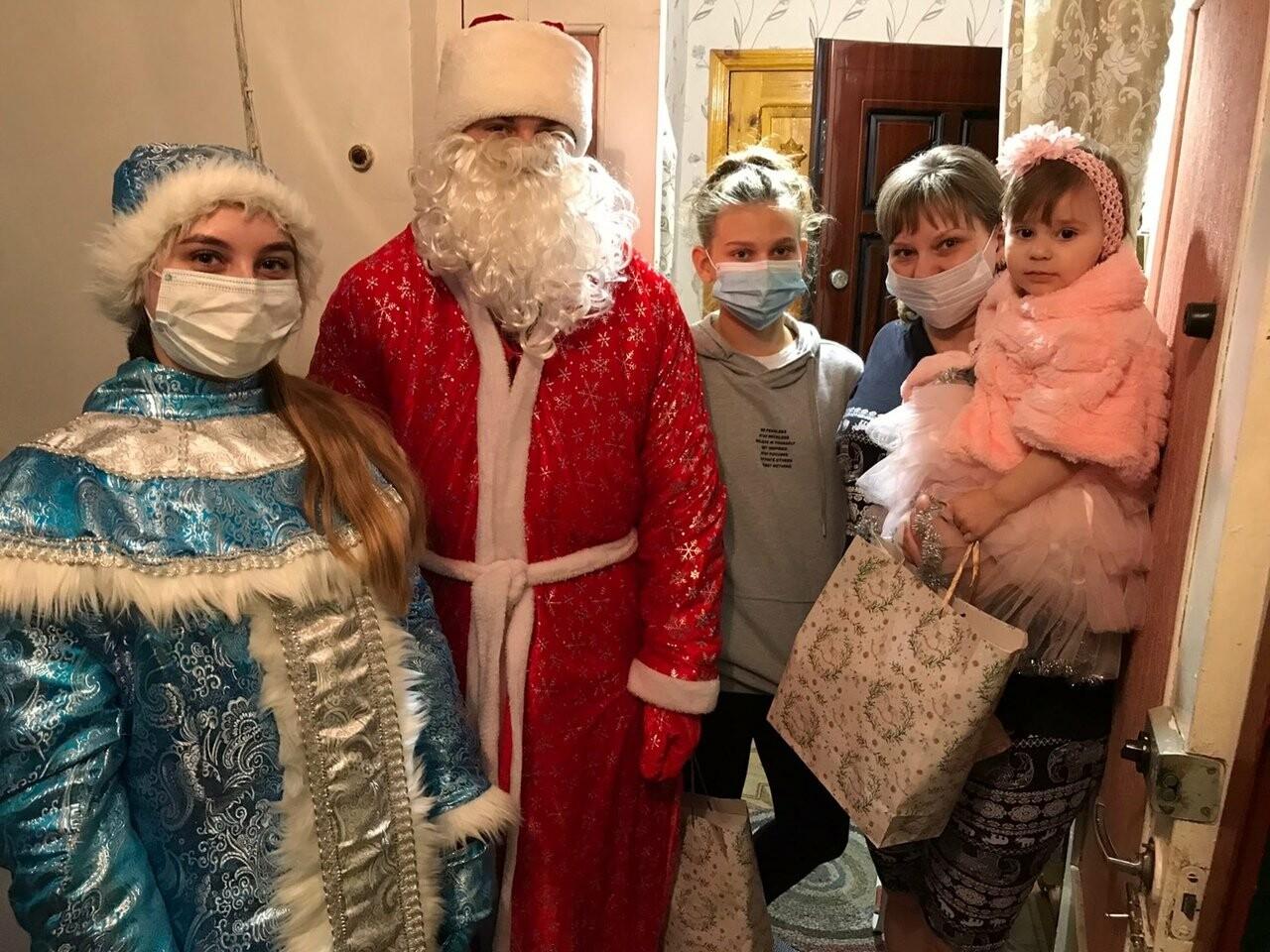 В Новошахтинске проходит акция «Новый год в каждый дом», фото-1