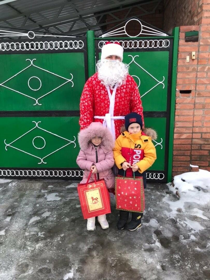 В Новошахтинске проходит акция «Новый год в каждый дом», фото-3
