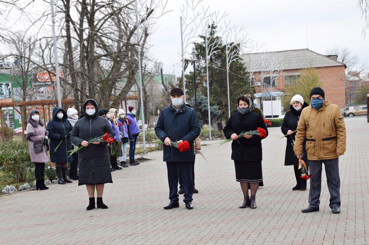 В Новошахтинске почтили память неизвестного солдата , фото-1